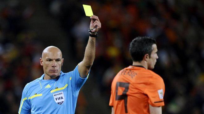 O mercado dos cartões nas apostas no futebol